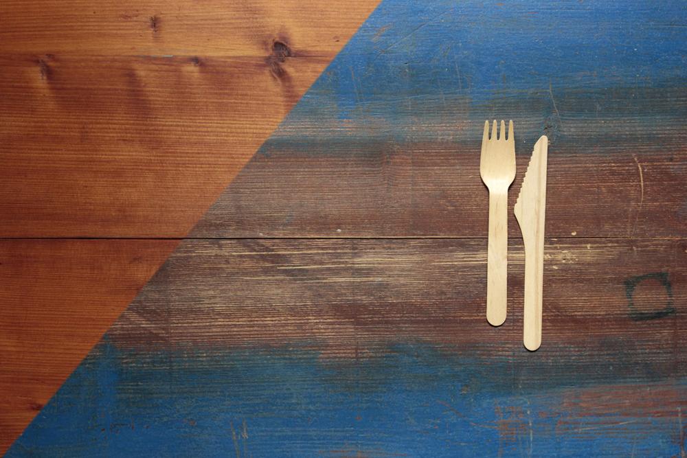 props fuer foodfotografie _ fotountergrund doubleface rötliches naturholz und blau shabby _ proplandia muenchen